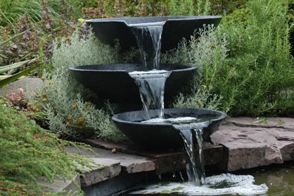 Voorgevormde watervallen en beeklopen